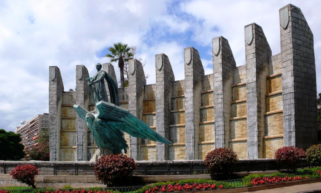 Памятник генералу Франко в Санта-Крус-де-Тенерифе («Падший ангел»)
