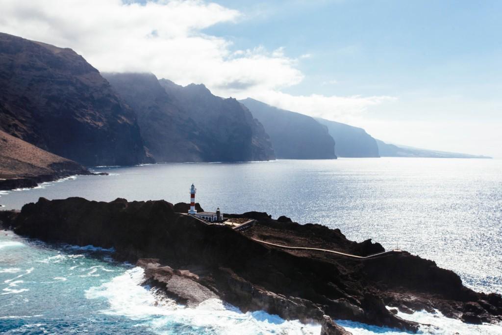 Маяк Пунта-де-Тено и вид на скалы Лос-Гигантес