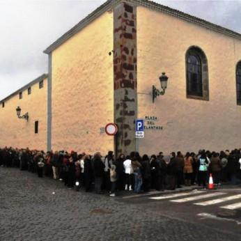 У монастыря в Ла-Лагуне выстроилась очередь желающих увидеть чудо