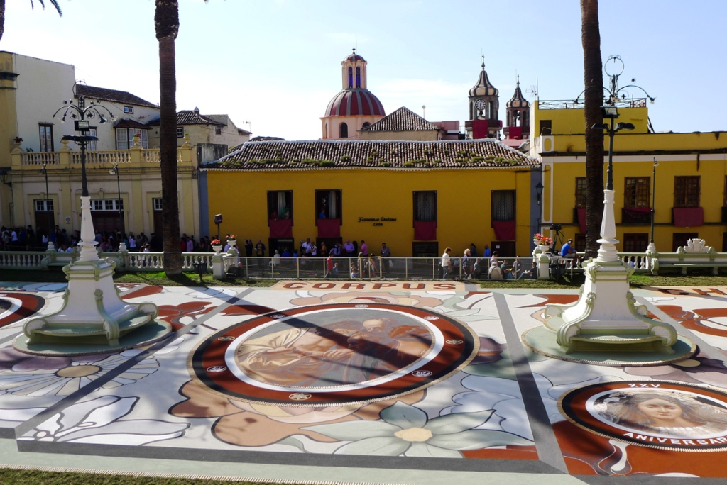 Композиция на главной площади, у мэрии