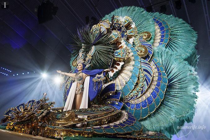 Претендентка на звание королевы карнавала Виолетта Тюркина