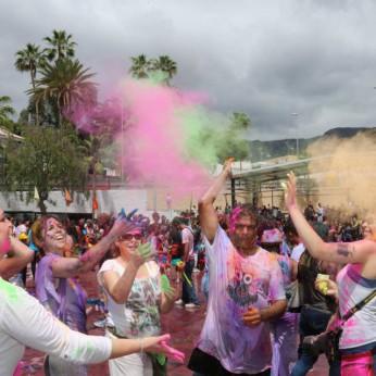 Праздник красок Холи в Фаньябе на Тенерифе