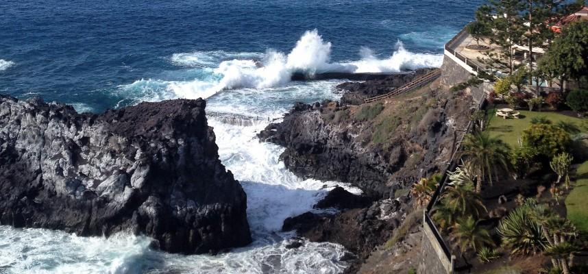 Сильные волны на Тенерифе стали причиной трагедии