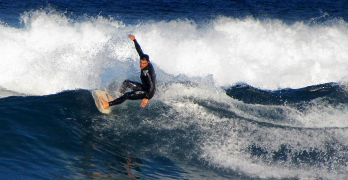Занятия серфингом на Плая-де-Лас-Америкас